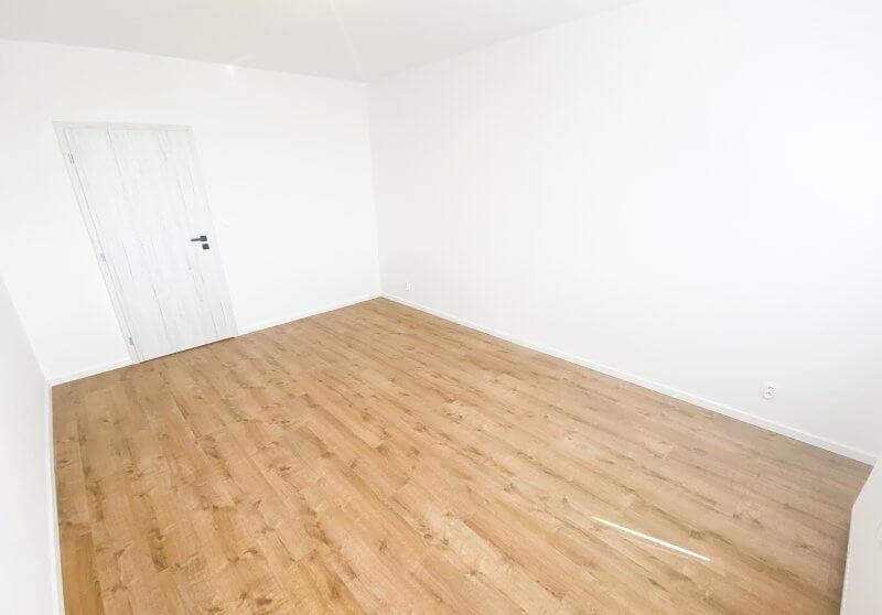 Inštalácia podlahy a interiérových dverí
